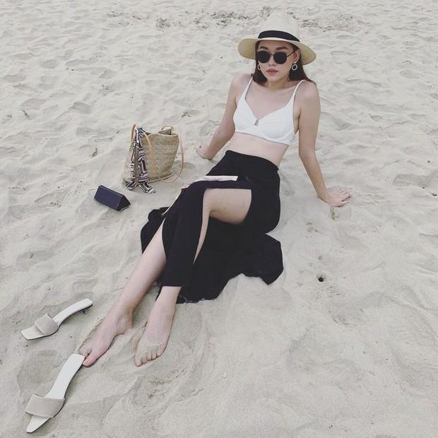Chọn sai nội y, Á hậu Tường San lộ khoảnh khắc kém đẹp khi ngồi ngắm biển - Ảnh 3.