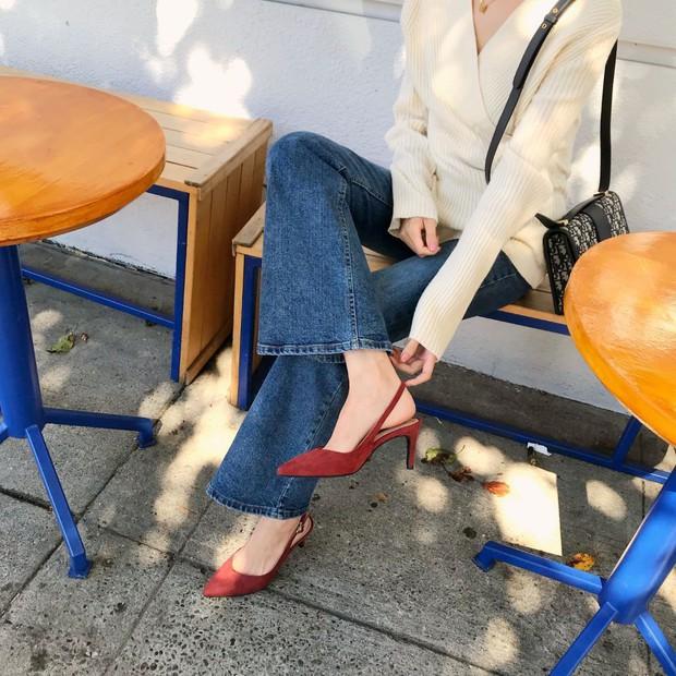 Tủ đồ của nàng công sở mà thiếu một mẫu giày thì sẽ bớt vài phần thú vị, mix đồ cũng khó sang chảnh - Ảnh 4.