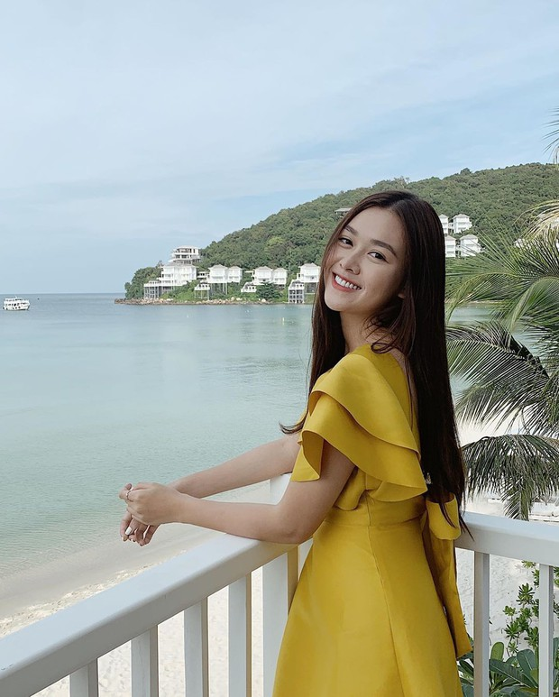 Chọn sai nội y, Á hậu Tường San lộ khoảnh khắc kém đẹp khi ngồi ngắm biển - Ảnh 6.