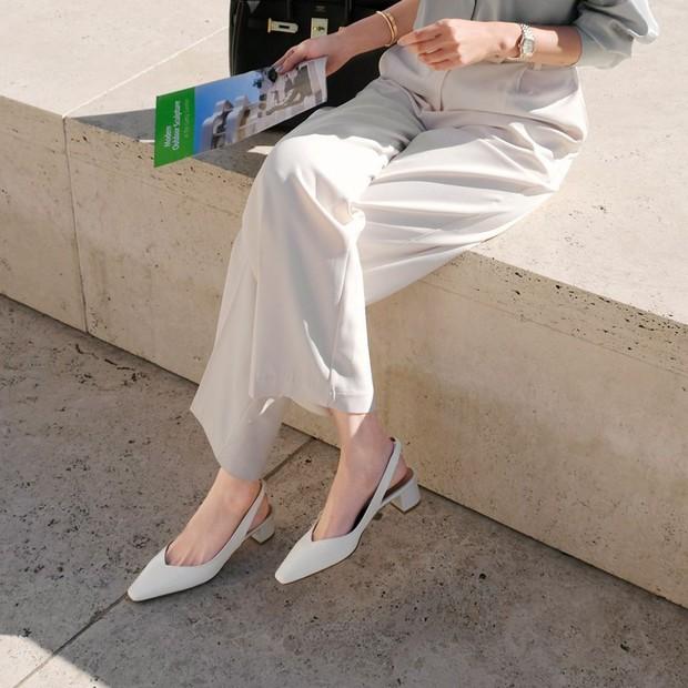 Tủ đồ của nàng công sở mà thiếu một mẫu giày thì sẽ bớt vài phần thú vị, mix đồ cũng khó sang chảnh - Ảnh 9.