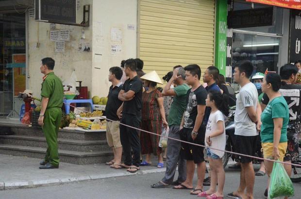 """Nhân chứng sợ hãi kể lại vụ nổ khiến 4 người bị thương ở Chung cư HH Linh Đàm: """"Bưu phẩm được bọc cẩn thận, vừa mở thì phát nổ..."""" - Ảnh 2."""