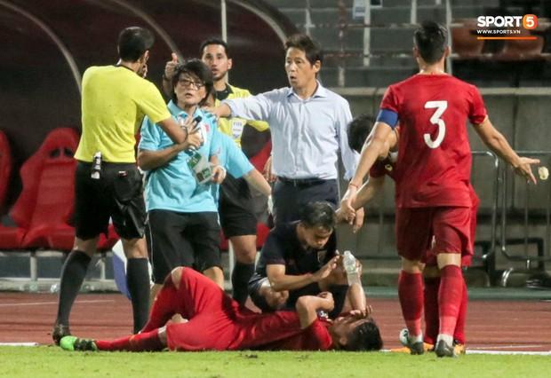 Dù bị fan Việt Nam ghét, Messi Thái Lan vẫn có hành động cực đẹp với Bùi Tiến Dũng sau tai nạn hy hữu - Ảnh 5.