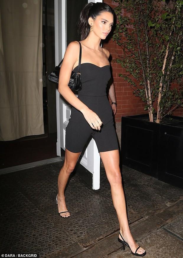 Tiệc tối gây bão hội tụ dàn mẫu hot nhất Victorias Secret: Ai cũng quá hút hồn nhưng Kendall mới là người giật trọn spotlight - Ảnh 1.