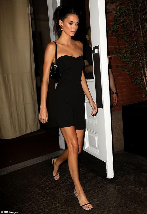 Tiệc tối gây bão hội tụ dàn mẫu hot nhất Victorias Secret: Ai cũng quá hút hồn nhưng Kendall mới là người giật trọn spotlight - Ảnh 4.