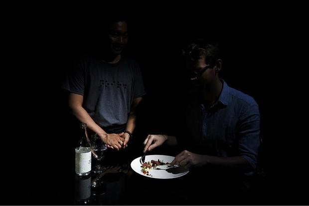 Trào lưu ăn trong bóng tối: chỉ có 6 nhà hàng ở châu Á làm được điều này, và Việt Nam là một trong số đó - Ảnh 5.