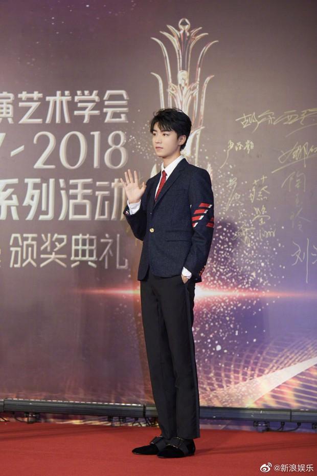 Chuyện lạ Hoa Ngữ: Địch Lệ Nhiệt Ba thắng giải diễn viên mới ở Kim Phượng Hoàng 2019? - Ảnh 5.