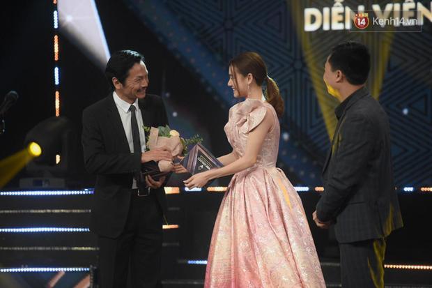 Chính thức giành giải tại VTV Awards, NSND Trung Anh không giấu được hạnh phúc: Những lúc mệt mỏi, vất vả khi làm phim bây giờ đã được bù đắp rồi - Ảnh 2.