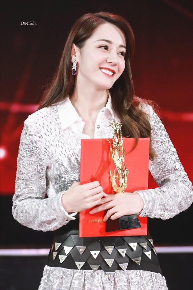 Chuyện lạ Hoa Ngữ: Địch Lệ Nhiệt Ba thắng giải diễn viên mới ở Kim Phượng Hoàng 2019? - Ảnh 9.