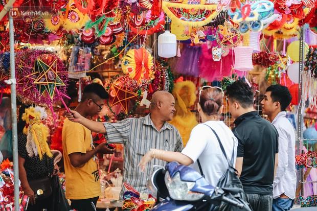 Tiểu thương chợ Trung thu truyền thống Hà Nội đồng loạt treo biển Không chụp ảnh, hãy là người có văn hoá! - Ảnh 4.