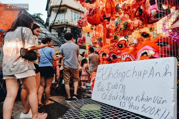 Tiểu thương chợ Trung thu truyền thống Hà Nội đồng loạt treo biển Không chụp ảnh, hãy là người có văn hoá! - Ảnh 8.
