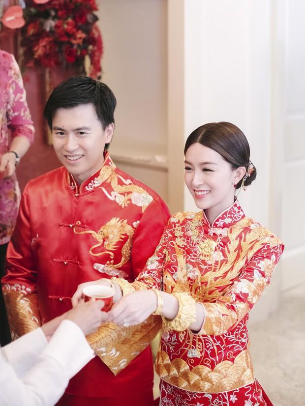 Lễ đăng ký kết hôn của Thần tiên tỷ tỷ Văn Vịnh San với đại gia: Lấn lướt hôn lễ của tỷ muội cạch mặt Angela Baby - Ảnh 1.