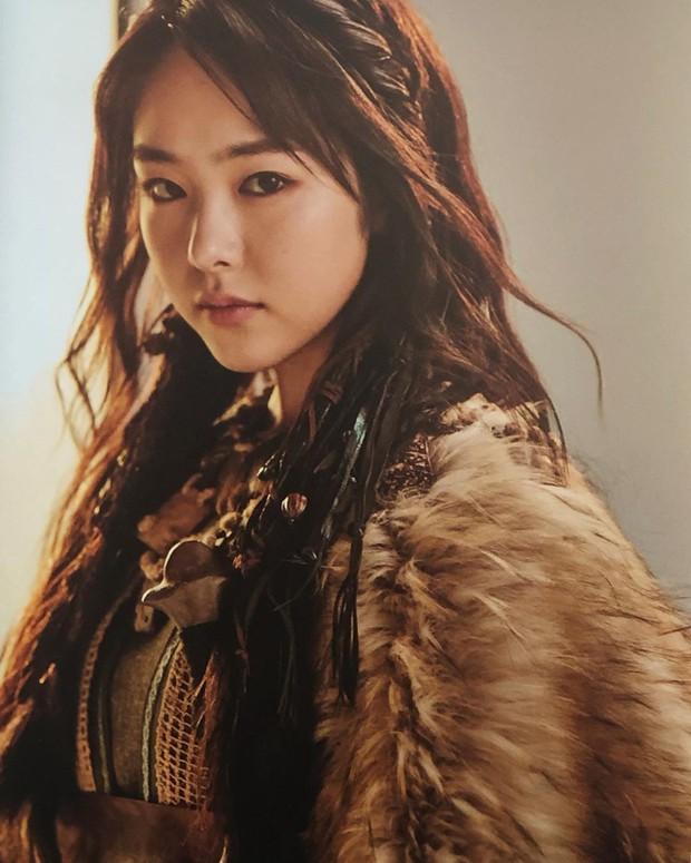 Mỹ nhân bí ẩn át cả Song Joong Ki leo thẳng lên top 1 tìm kiếm: Được phát hiện khi đang làm ruộng, xinh cực phẩm! - Ảnh 1.