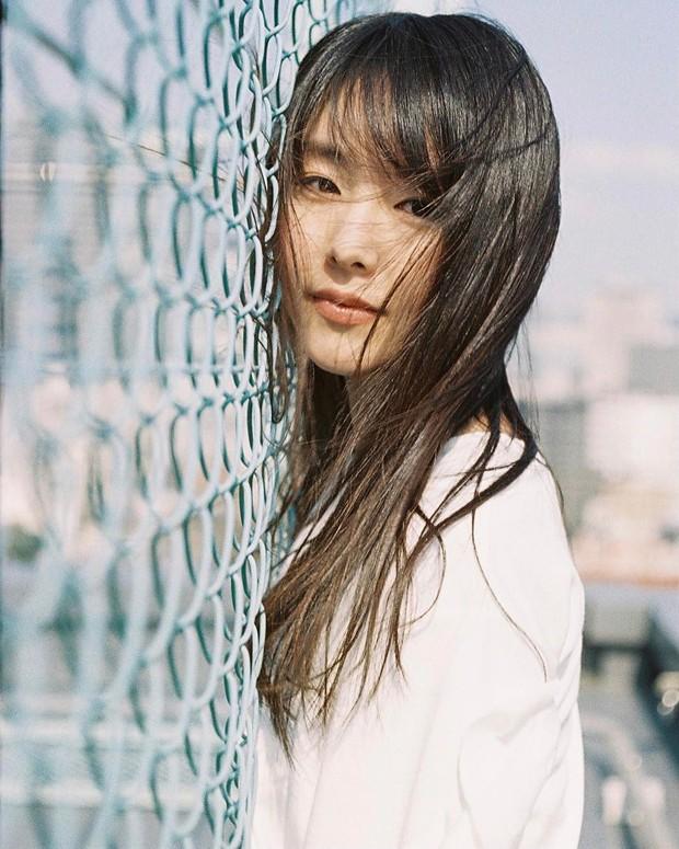 Mỹ nhân bí ẩn át cả Song Joong Ki leo thẳng lên top 1 tìm kiếm: Được phát hiện khi đang làm ruộng, xinh cực phẩm! - Ảnh 3.