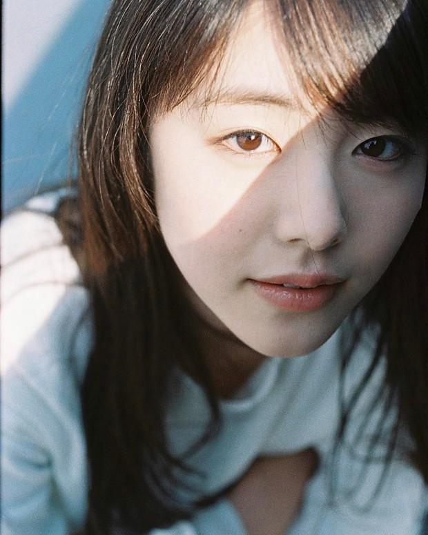 Mỹ nhân bí ẩn át cả Song Joong Ki leo thẳng lên top 1 tìm kiếm: Được phát hiện khi đang làm ruộng, xinh cực phẩm! - Ảnh 8.