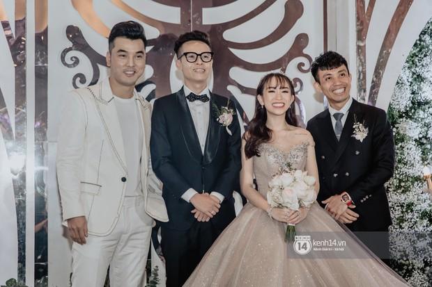 Phan Thành lẻ loi dự đám cưới gái Minh Nhựa, thiếu mất 1 người quan trọng trong hội bạn chơi siêu xe nức tiếng Sài Gòn - Ảnh 1.