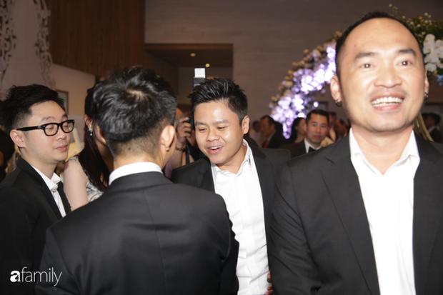 Phan Thành lẻ loi dự đám cưới con gái Minh Nhựa, thiếu mất 1 người quan trọng trong hội bạn chơi siêu xe nức tiếng Sài Gòn - Ảnh 4.