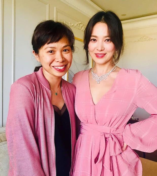"""Sau khi bị chê không hợp """"lồng lộn"""", Song Hye Kyo quay lại style sương sương dự New York Fashion Week - Ảnh 3."""
