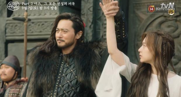 Arthdal Niên Sử Kí tập 13: Ra tay anh hùng cứu mĩ nhân, Song Joong Ki được cả tộc xúm vào đền ơn - Ảnh 6.