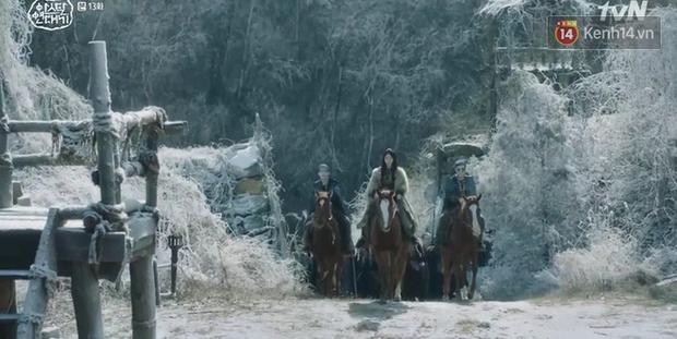 Arthdal Niên Sử Kí tập 13: Ra tay anh hùng cứu mĩ nhân, Song Joong Ki được cả tộc xúm vào đền ơn - Ảnh 17.