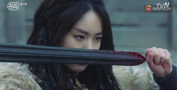 Arthdal Niên Sử Kí tập 13: Ra tay anh hùng cứu mĩ nhân, Song Joong Ki được cả tộc xúm vào đền ơn - Ảnh 20.