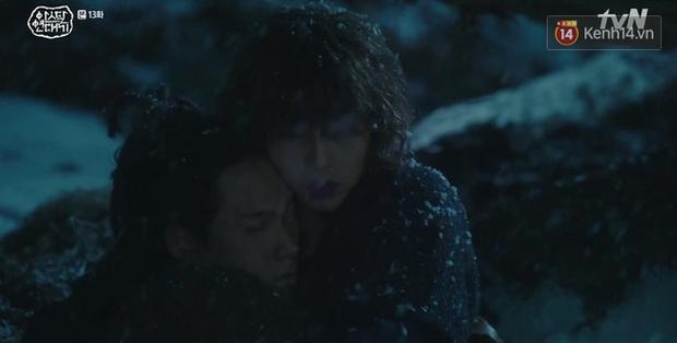 Arthdal Niên Sử Kí tập 13: Ra tay anh hùng cứu mĩ nhân, Song Joong Ki được cả tộc xúm vào đền ơn - Ảnh 8.
