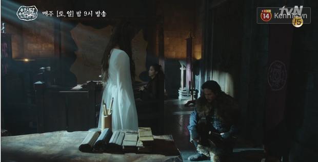 Arthdal Niên Sử Kí tập 13: Ra tay anh hùng cứu mĩ nhân, Song Joong Ki được cả tộc xúm vào đền ơn - Ảnh 2.