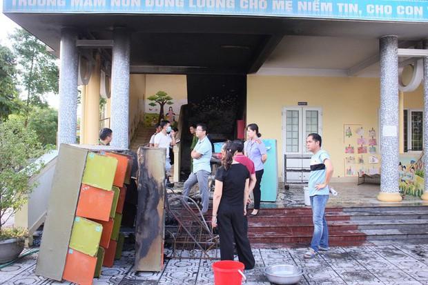 Cháy ở trường mầm non, cô giáo đưa hơn 100 học sinh tháo chạy - Ảnh 1.