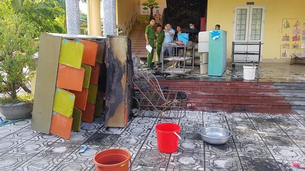 Cháy ở trường mầm non, cô giáo đưa hơn 100 học sinh tháo chạy - Ảnh 2.