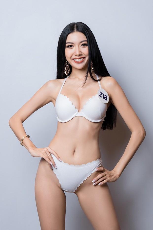 Thúy Vân bị soi mặc bikini không khác gì nội y, thú vị hơn là còn đụng hàng với Phạm Hương - Ảnh 1.