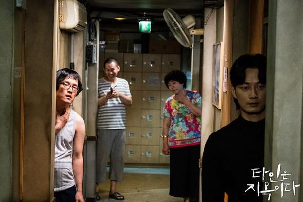 5 kẻ kì quái ở nhà trọ Strangers From Hell: U mê nhan sắc Lee Dong Wook coi chừng bị anh làm thịt - Ảnh 11.