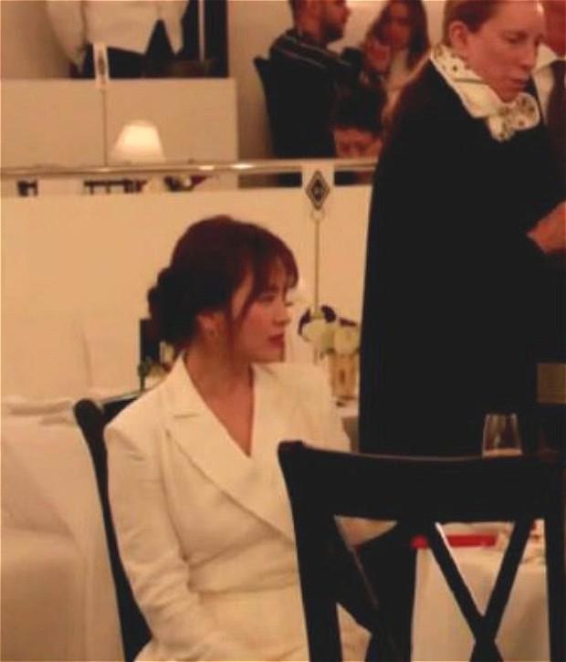 Zoom cận cảnh nhan sắc Song Hye Kyo tại sự kiện: Già nua, lộ dấu hiệu lão hoá và tăng cân? - Ảnh 5.