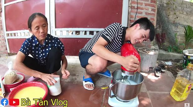 Ai từng huynh đệ tương tàn vì miếng trứng muối sẽ phát hờn với chiếc bông lan to nhất Việt Nam có tới 100 quả trứng muối của bà Tân Vlog - Ảnh 2.