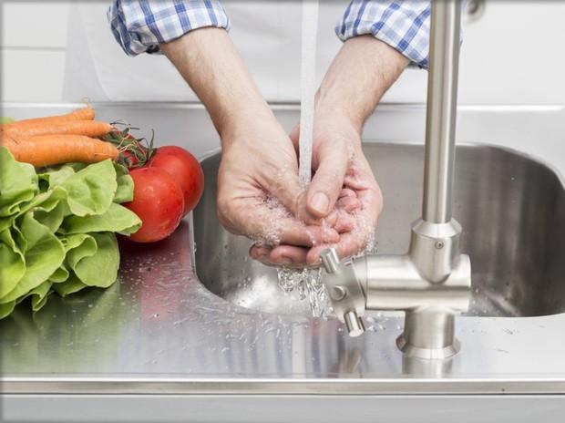 Những thói quen xấu diễn ra trong nhà bếp có thể gây hại sức khỏe nghiêm trọng - Ảnh 5.