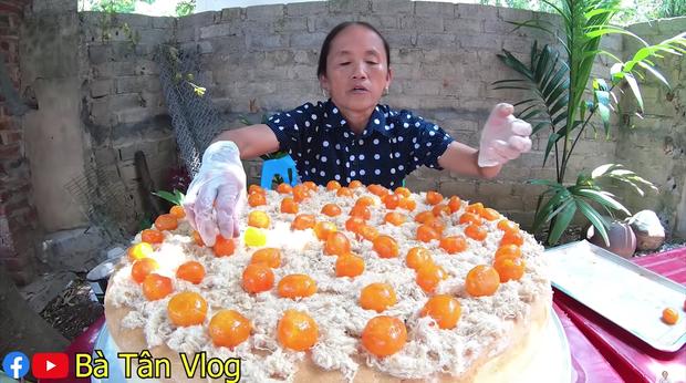 Ai từng huynh đệ tương tàn vì miếng trứng muối sẽ phát hờn với chiếc bông lan to nhất Việt Nam có tới 100 quả trứng muối của bà Tân Vlog - Ảnh 5.