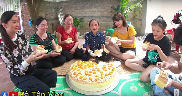Ai từng huynh đệ tương tàn vì miếng trứng muối sẽ phát hờn với chiếc bông lan to nhất Việt Nam có tới 100 quả trứng muối của bà Tân Vlog - Ảnh 6.