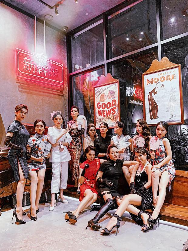 Hot mom Ngọc Mon cùng hội bạn thân sườn xám như poster phim đài TVB:  - Ảnh 2.