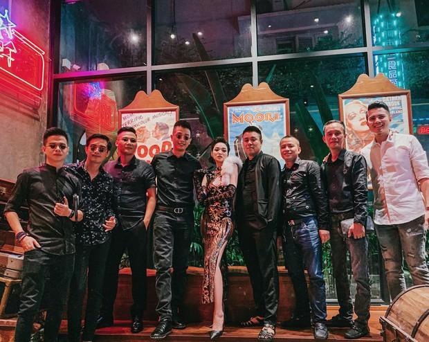 Hot mom Ngọc Mon cùng hội bạn thân sườn xám như poster phim đài TVB:  - Ảnh 3.