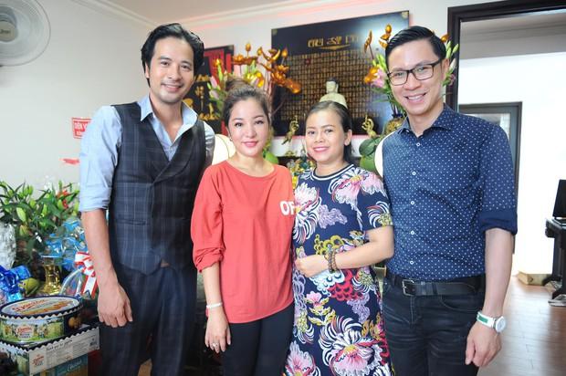 Thúy Nga lần đầu tổ chức cúng Tổ nghề ở Việt Nam sau khi sang Mỹ, Minh Nhí và dàn nghệ sĩ cùng tề tựu dâng hương - Ảnh 8.