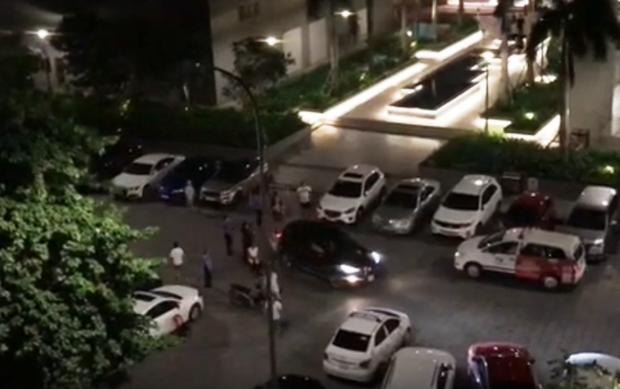 Vụ nam thanh niên lái ô tô tông gục cha mẹ đối thủ để trả thù: Mâu thuẫn vì tranh giành chỗ đậu xe - Ảnh 1.