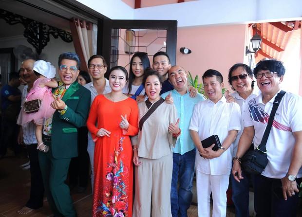 Thúy Nga lần đầu tổ chức cúng Tổ nghề ở Việt Nam sau khi sang Mỹ, Minh Nhí và dàn nghệ sĩ cùng tề tựu dâng hương - Ảnh 2.