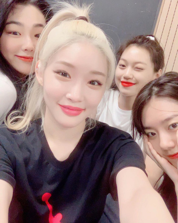 Những cô nàng quốc dân I.O.I chính thức hội ngộ tại phòng thu, ngày comeback với đầy đủ 11 thành viên đã không còn xa - Ảnh 1.