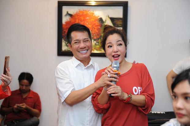 Thúy Nga lần đầu tổ chức cúng Tổ nghề ở Việt Nam sau khi sang Mỹ, Minh Nhí và dàn nghệ sĩ cùng tề tựu dâng hương - Ảnh 6.