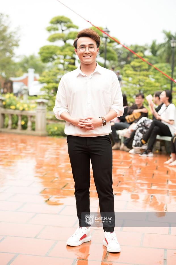 Đào Bá Lộc, Huỳnh Lập cùng dàn nghệ sĩ tề tựu tại nhà thờ của Hoài Linh dự giỗ tổ sân khấu - Ảnh 8.