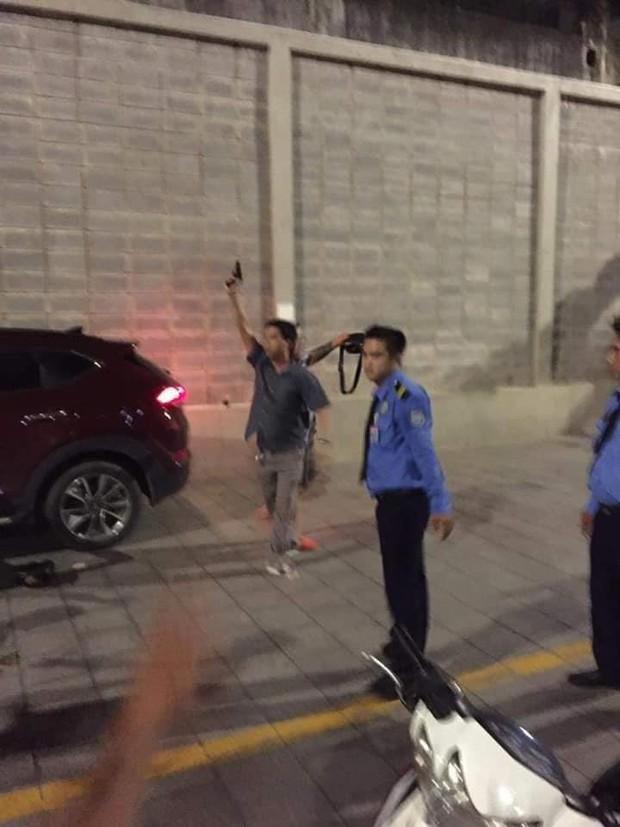 Vụ nam thanh niên lái ô tô tông gục cha mẹ đối thủ để trả thù: Mâu thuẫn vì tranh giành chỗ đậu xe - Ảnh 3.