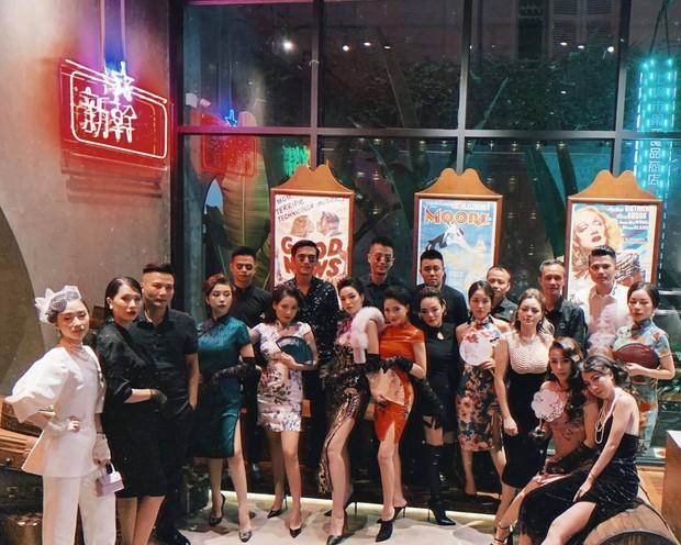 Hot mom Ngọc Mon cùng hội bạn thân sườn xám như poster phim đài TVB:  - Ảnh 1.