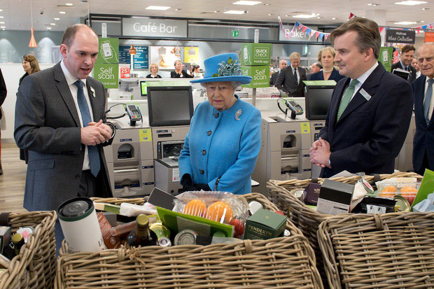 Đây là 3 thói quen ăn uống giúp Nữ hoàng Elizabeth II đã 93 tuổi mà vẫn sống khỏe mạnh, trường thọ - Ảnh 1.