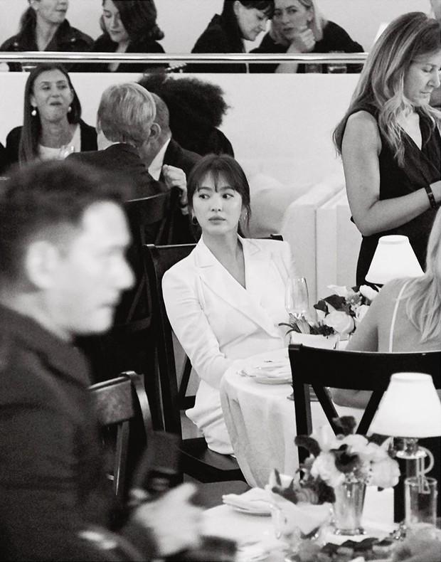 Loạt ảnh chính thức của Song Hye Kyo tại sự kiện quốc tế ở Mỹ: Cố gồng làm gì, chị xuất thần nhất là khi sương sương! - Ảnh 1.