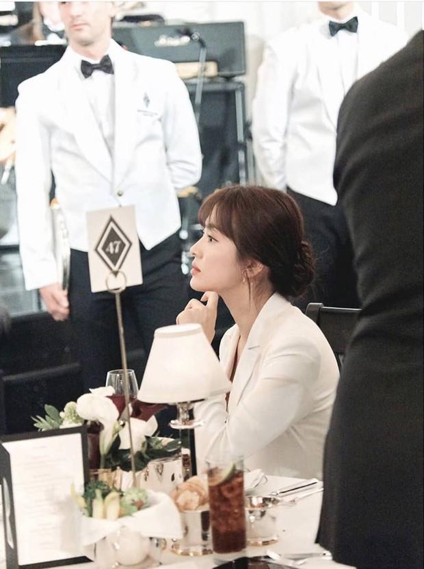 Loạt ảnh chính thức của Song Hye Kyo tại sự kiện quốc tế ở Mỹ: Cố gồng làm gì, chị xuất thần nhất là khi sương sương! - Ảnh 3.