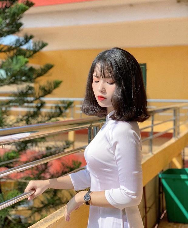 Nữ sinh trường người ta: Đã xinh là phải xinh có đôi, đi khai giảng make up nhẹ như sương nhưng thần thái xuất thần vẫn gây bão rần rần mạng xã hội - Ảnh 8.