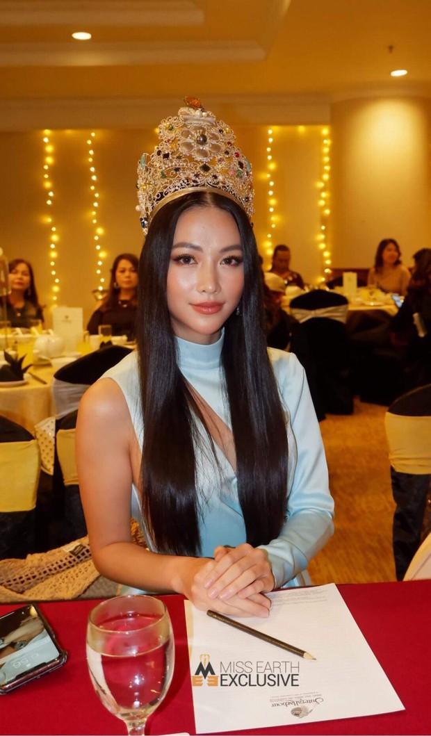 Phương Khánh đội vương miện 3,5 tỷ, diện váy gợi cảm chấm thi chung kết Miss Earth Malaysia 2019 - Ảnh 2.